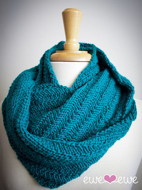 Happy yarn -- Happy Cowl