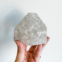 Load image into Gallery viewer, crackle quartz point 01
