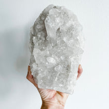Load image into Gallery viewer, clear quartz cluster 01