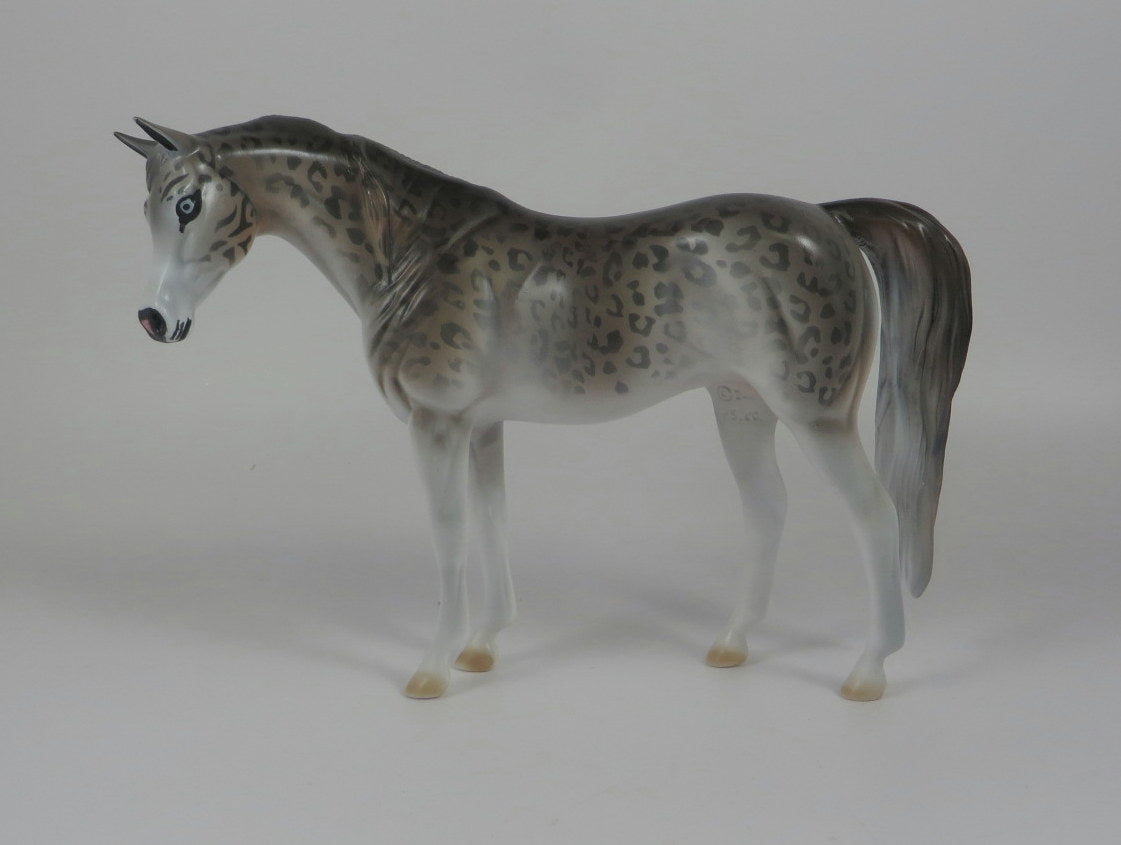 SNOW LEOPARD -- LE-10 SNOW LEOPARD ARABIAN PEBBLES BY DAWN QUICK LHS 19