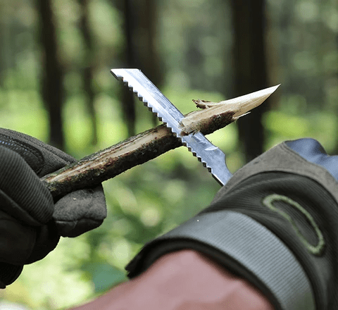 "The ""Smilodon"" tactical shovel's knife / saw in action"