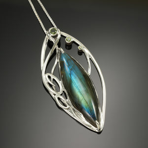 Marquise pendant with Labradorite