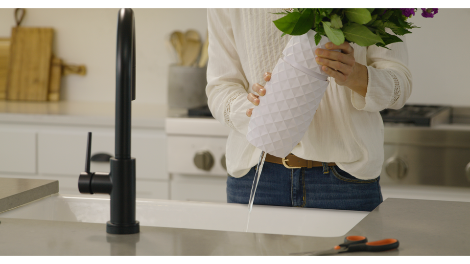 The Innovative Water Draining Vase