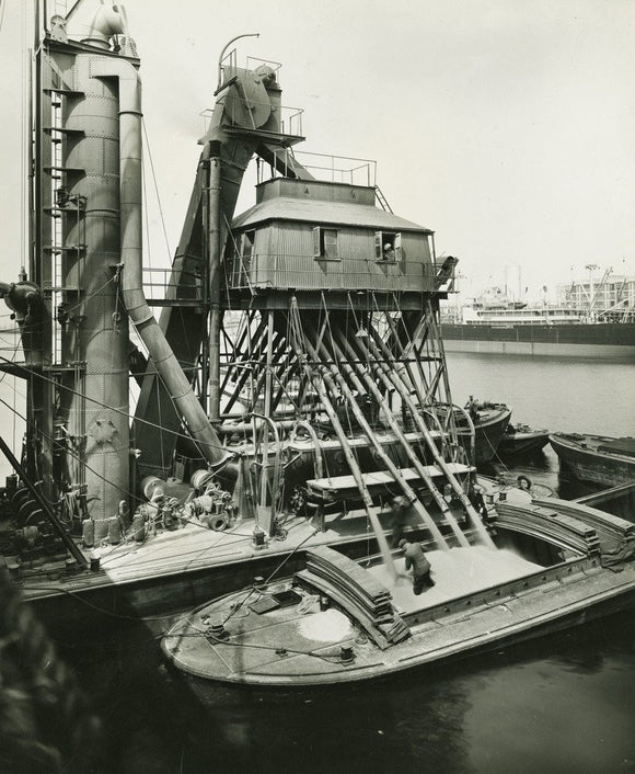 Floating Grain Elevator, Royal Victoria Dock: c.1938