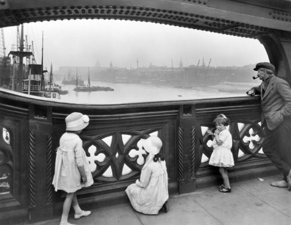 Children on the Tower Bridge: 20th century