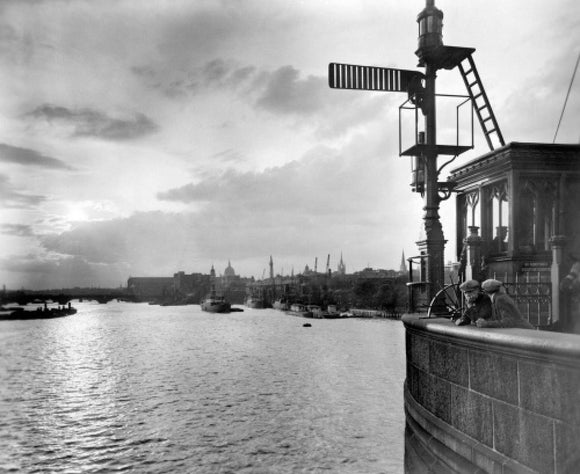 Sunset over the Upper Pool from Tower Bridge: 20th century