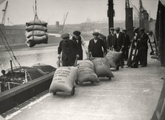 Dockers at West Dock, London Dock: 1920