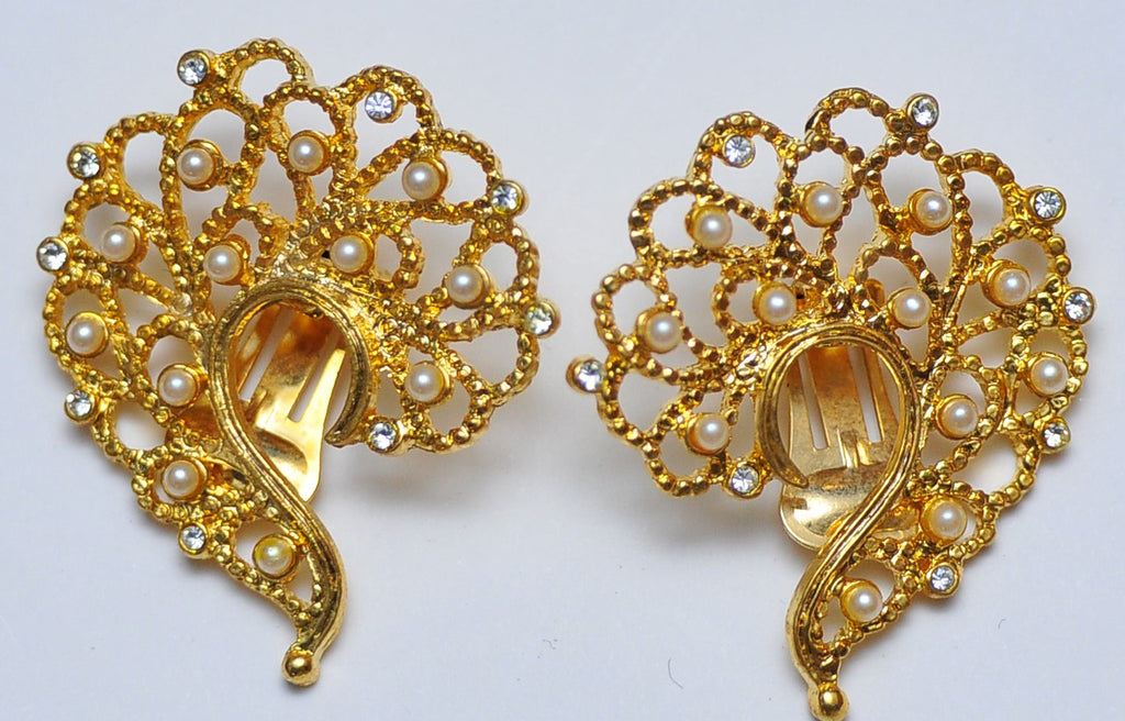 Gold oriental pearl earrings