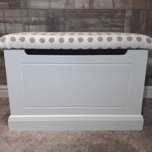 Routed front toy box