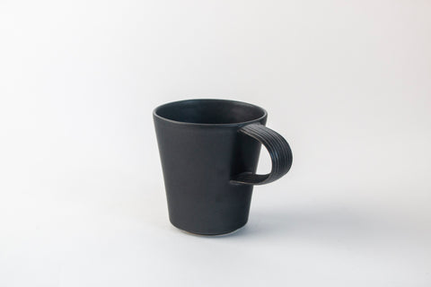 Natalie Weinberger Pleat Mug Black