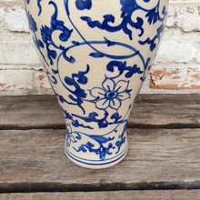 Load image into Gallery viewer, Blue and White Ceramic Vase