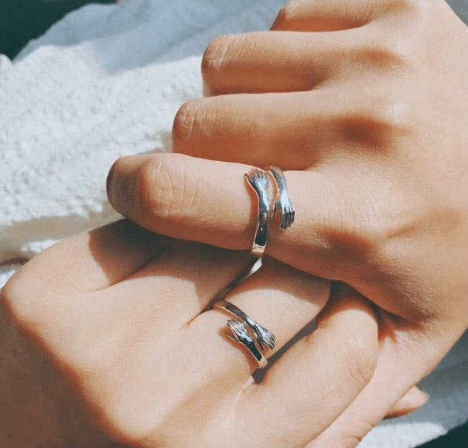 Couple Hug Ring - ZZSales
