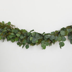 Red Fox Floral Eucalyptus Garland, horizontal view. A mix of eucalyptuses to include silver dollar and seeded eucalyptus.