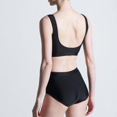 Rear view black two piece lycra set high waisted Balletto Body