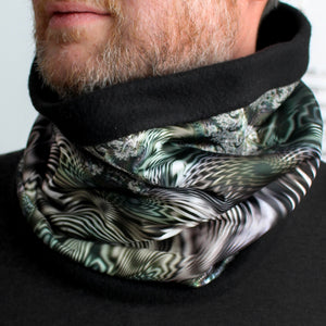 WAY OPTICAL Cowl, Neck Warmer in Gray Iridescence - Leslie Montana