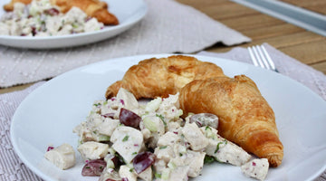 HOW TO PICNIC LIKE A PRO (AND AN APPLE STATE CHICKEN SALAD TO TAKE ALONG!)