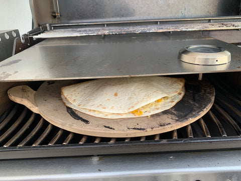 Quesadilla alla Grill Supply unter der Pizzahaube