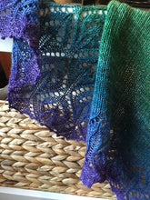 Load image into Gallery viewer, Pavo Tail Shawl