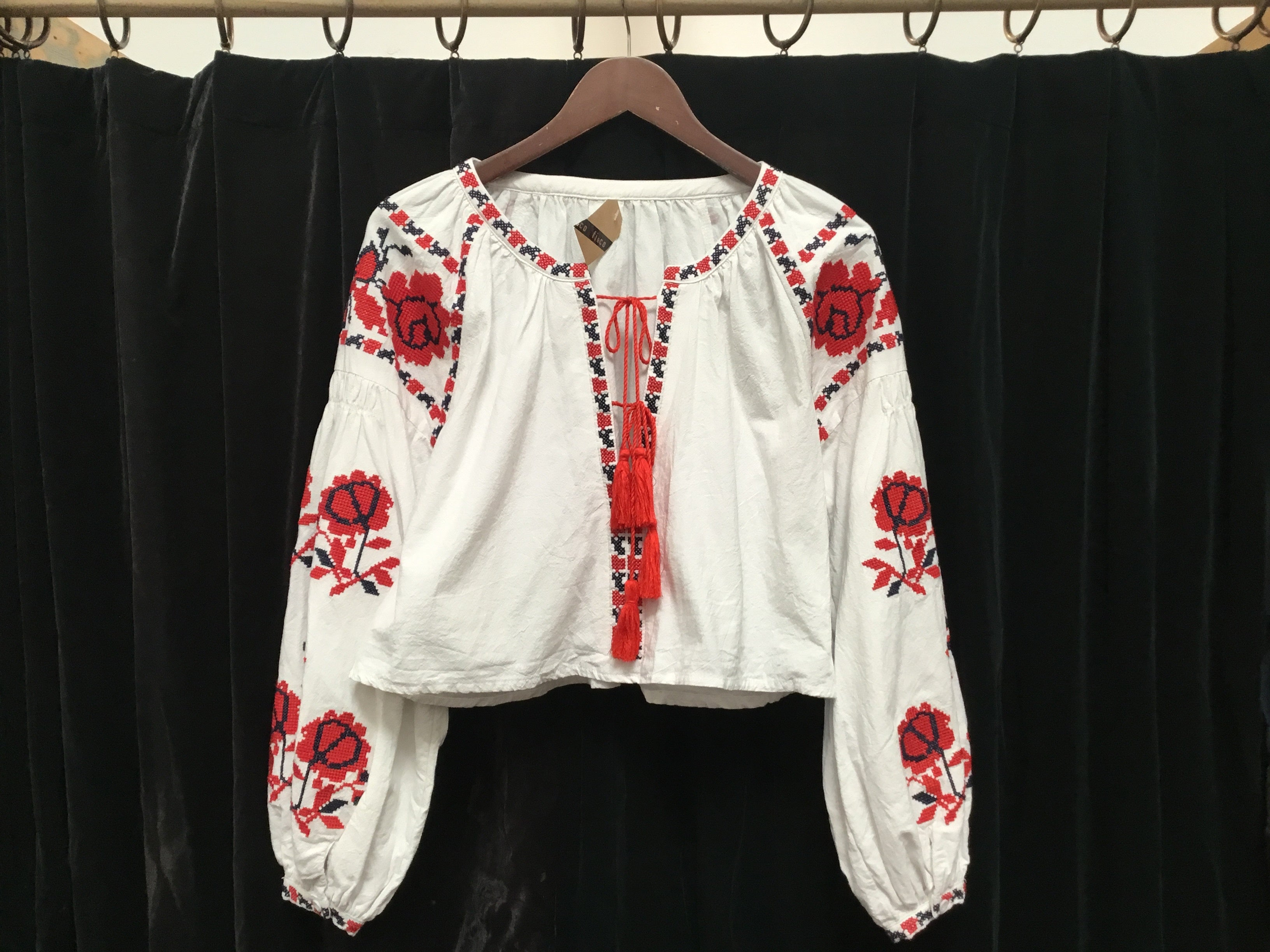 V Preloved Hungarian cotton prairie top OS