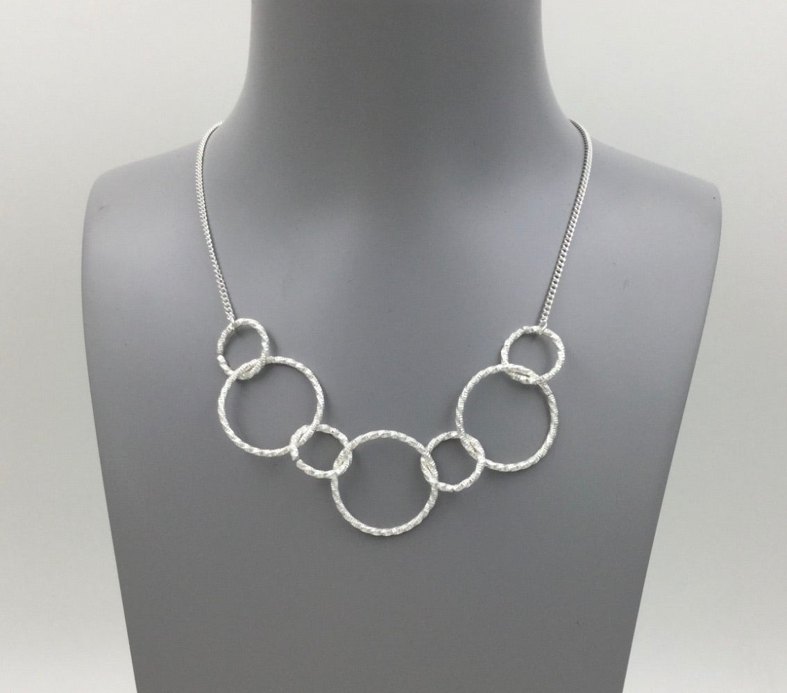 Interlink necklace