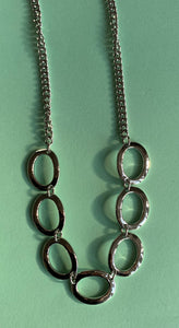 Shiny loops necklace