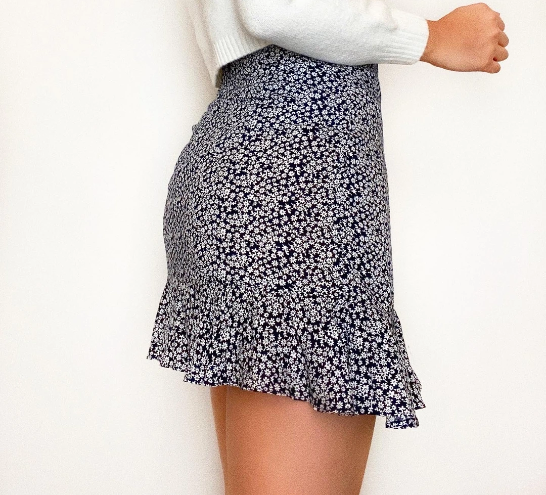 Fashionable summer drawstring skirt