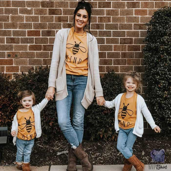 Mom and daughter matching tee