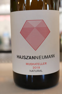 Hajszan Neumann NATURAL Muskateller 2018, Vienna, orange