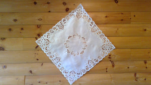 33 x 33 Square Table Accent Ivory Elegance Pattern