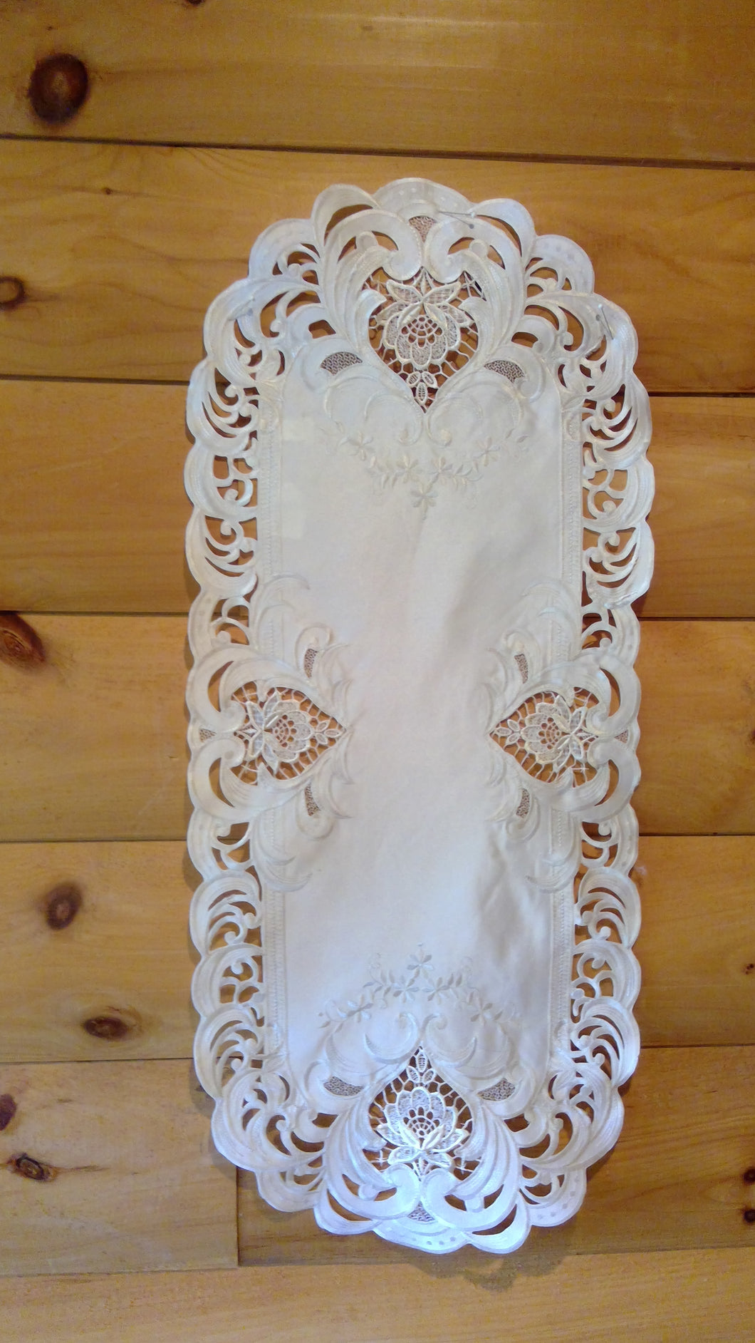 16 x 35 Oval Table Accents Ivory Elegance Pattern