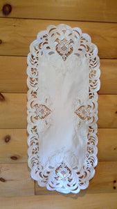 16 x 43 Oval Table Accent Ivory Elegance Pattern
