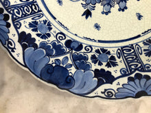 Afbeelding in Gallery-weergave laden, Royal Delft handpainted dutch plate flowers