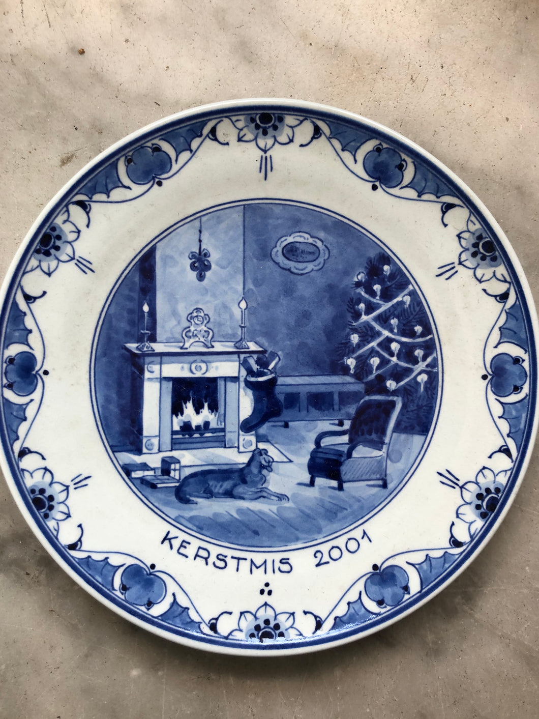 Royal Delft handpainted dutch plate with Christmas 2001