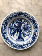 Load image into Gallery viewer, Nice small 18 th century delft handpainted plate