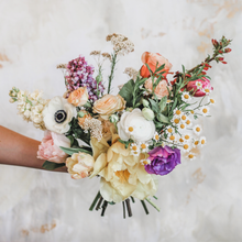 Load image into Gallery viewer, Premium Hand Tied Bouquet