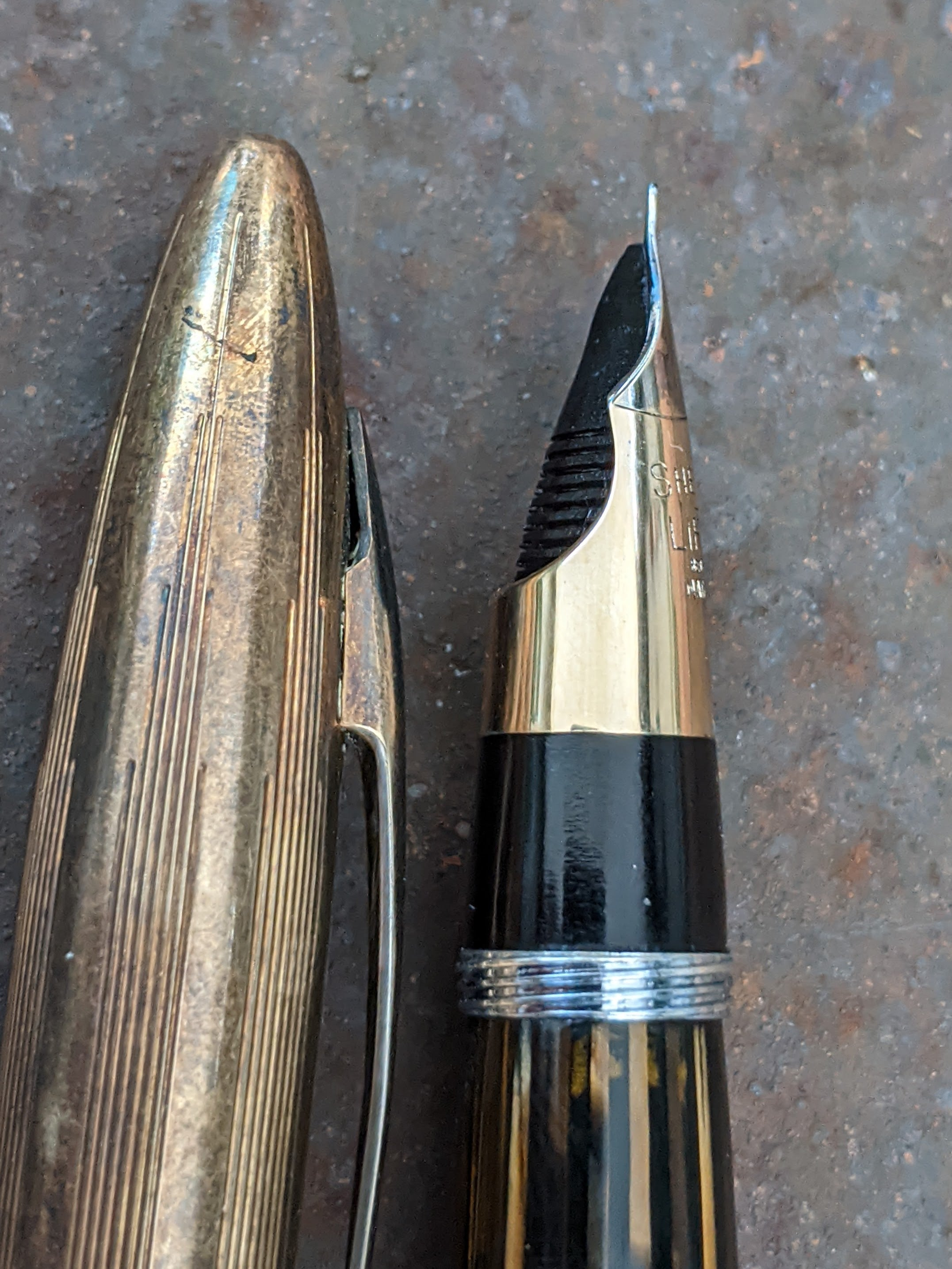 1942 Golden Brown Sheaffer Triumph Crest - Accountant Point (XXF)