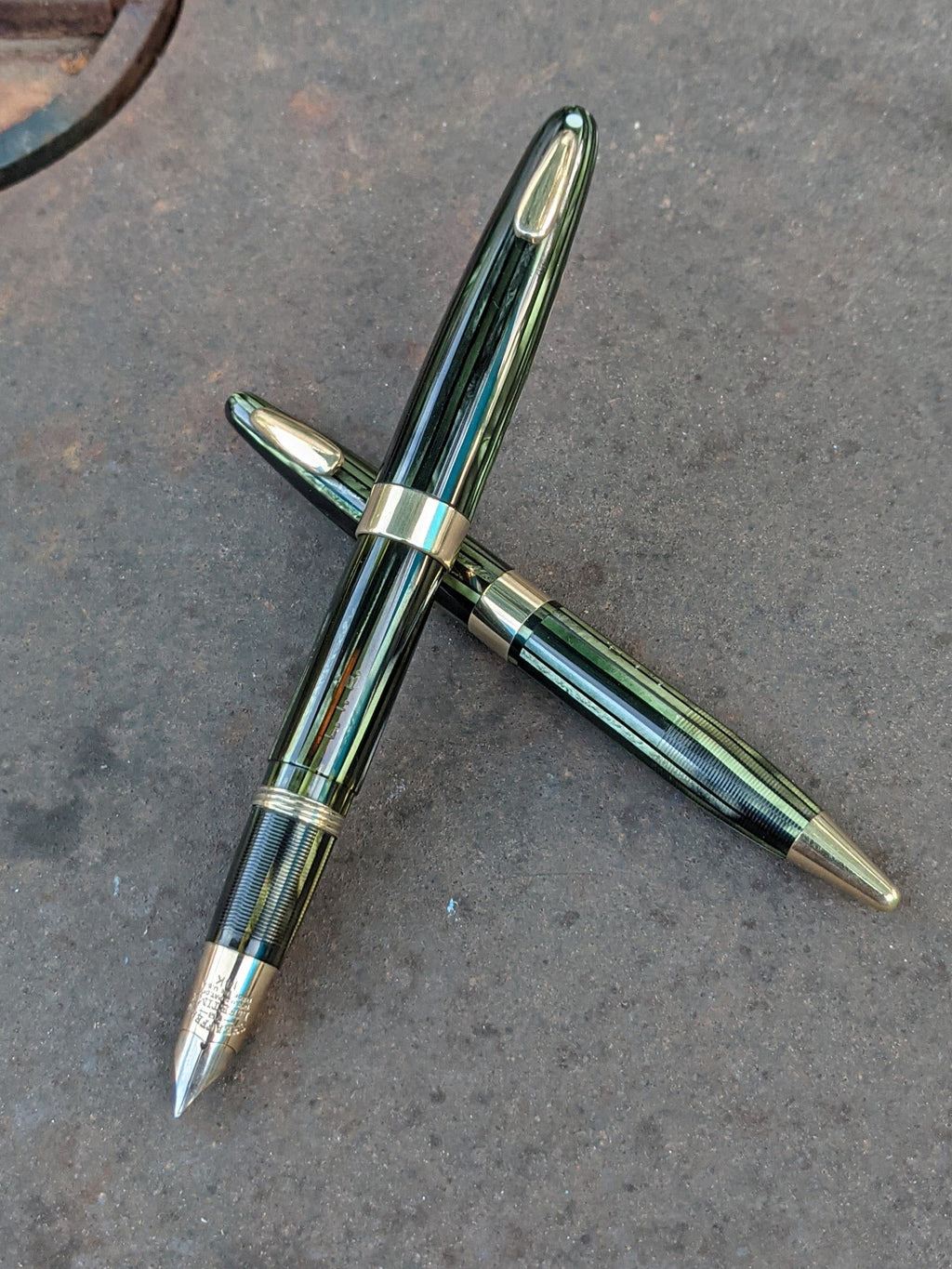1943-5 Marine Green Sheaffer Triumph Tuckaway Statesman set - stubby fine-medium nub