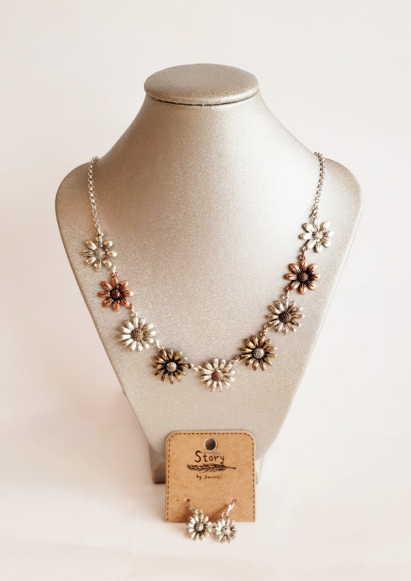Daisy Flower Metal Necklace