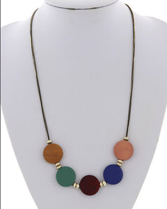 Colorful festive wood circle necklace - Chicoras