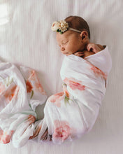 Load image into Gallery viewer, Sorbet Bloom l Organic Muslin Wrap - Green Lily