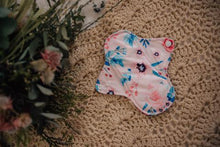 Load image into Gallery viewer, REUSABLE CLOTH PADS- KISS OF SPRING - My Little Gumnut - Green Lily