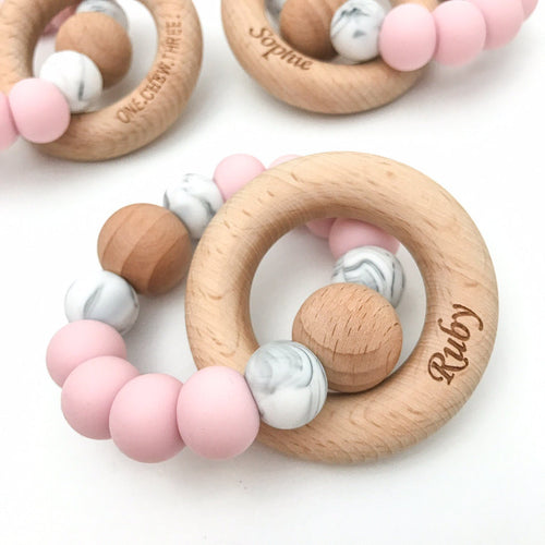 SINGLE RATTLE Silicone and Beech Wood Teether - Pale pink Marble - Green Lily