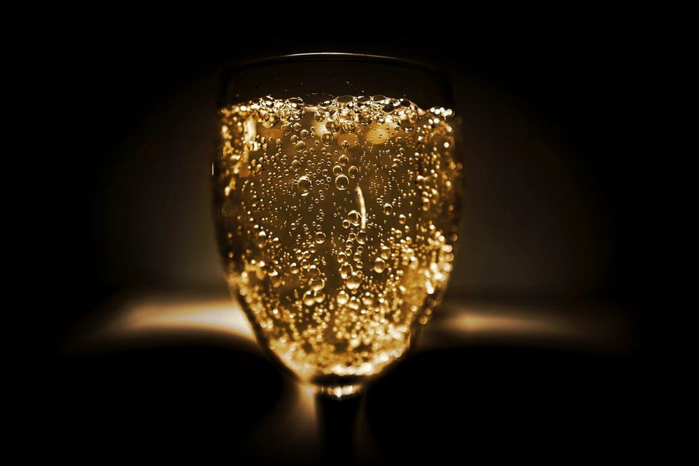 CHAMPAGNE VS SPARKLING WINE. Are they the same?