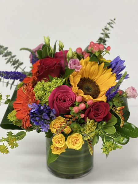 F10 - Bright Summery Vase Arrangement