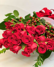 Load image into Gallery viewer, V4 - Classic Long Stem Rose Bouquet (24 Roses) - Flowerplustoronto