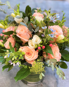 F183 - Lush Peach Garden Vase Arrangement - Flowerplustoronto