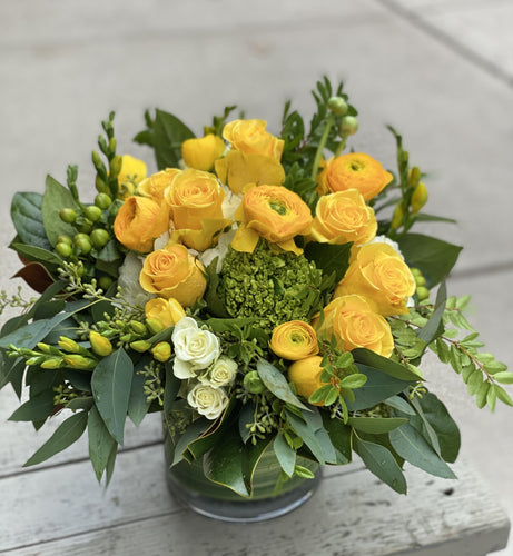 F81 - White and Yellow Arrangement - Flowerplustoronto