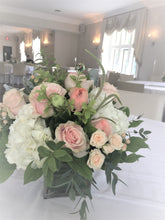 Load image into Gallery viewer, Watery Pastel Table Centerpieces - Flowerplustoronto