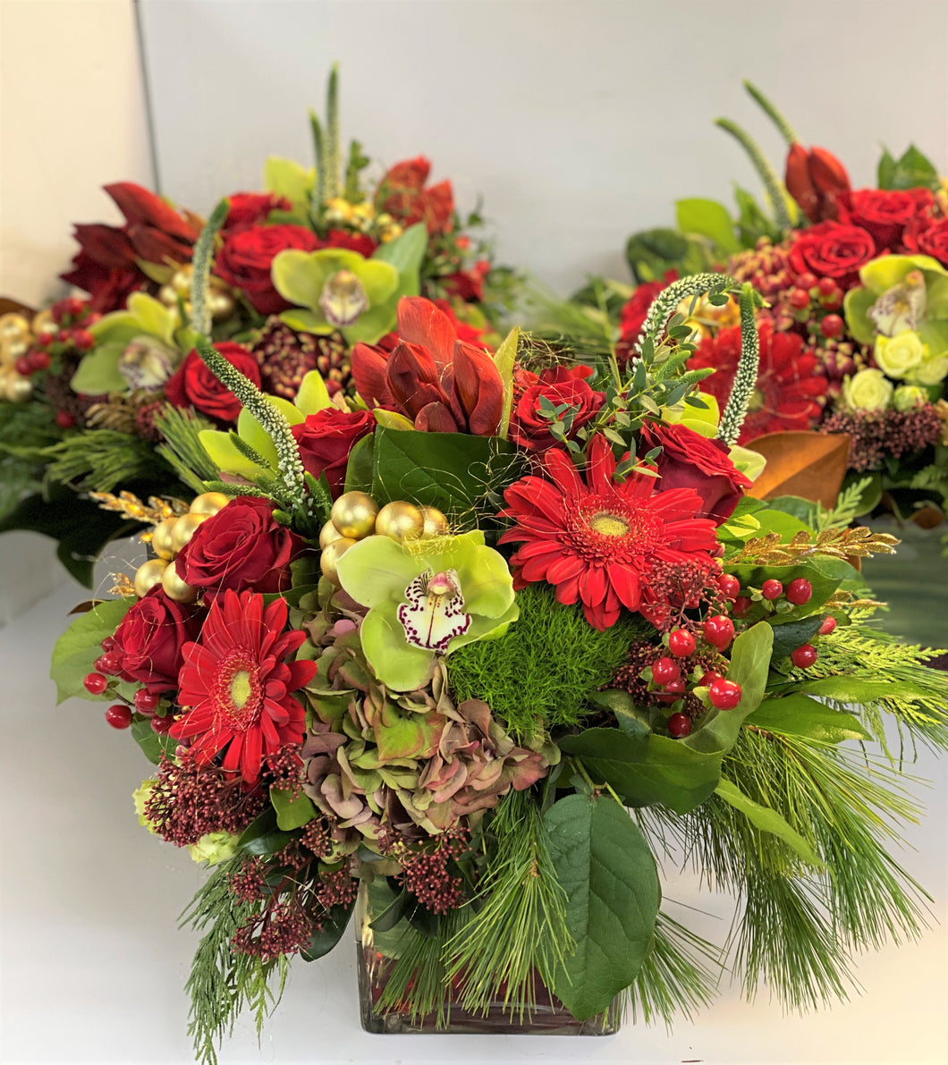 X10 - Lush Classic Holiday Vase Arrangement (Sold individually, per piece) - Flowerplustoronto