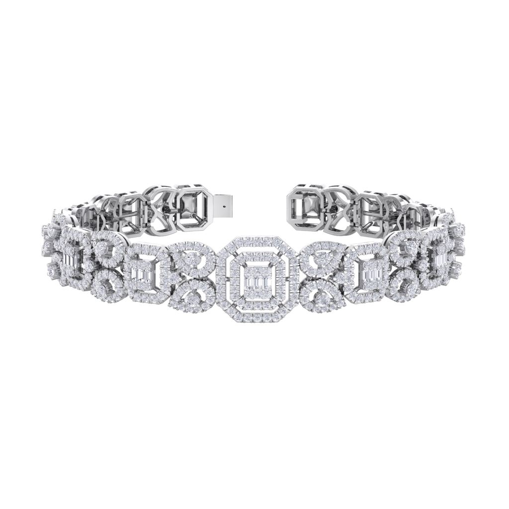 Statement bracelet in white gold with white diamonds of 3.09 ct in weight